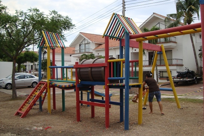 parques plásticos MADERPLAST